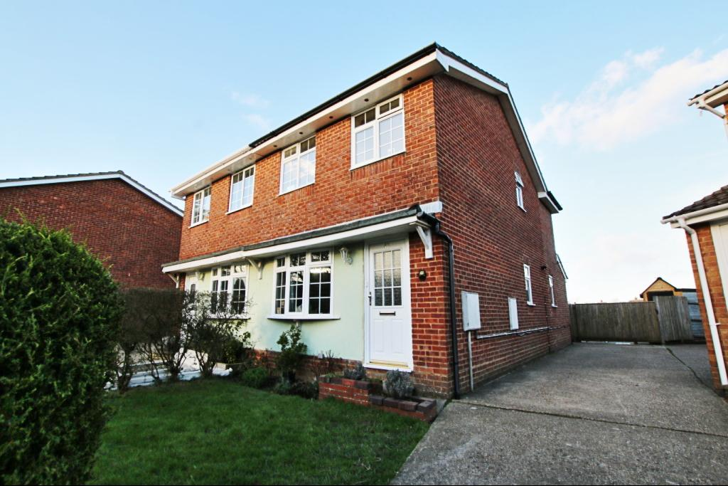 3 Bedrooms Semi Detached House for sale in Quinnell Drive, Hailsham BN27