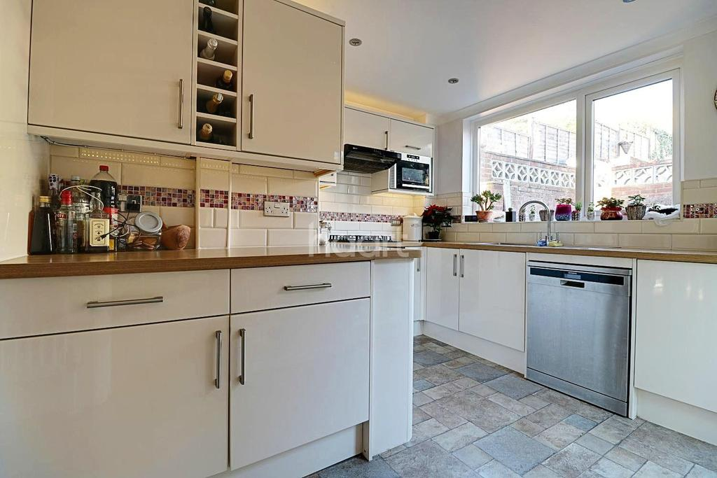 3 Bedrooms Semi Detached House for sale in Oakfield Park Road, Dartford, DA1