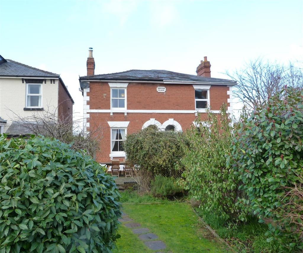 3 Bedrooms Semi Detached House for sale in Park Street, St James, Hereford, HR1