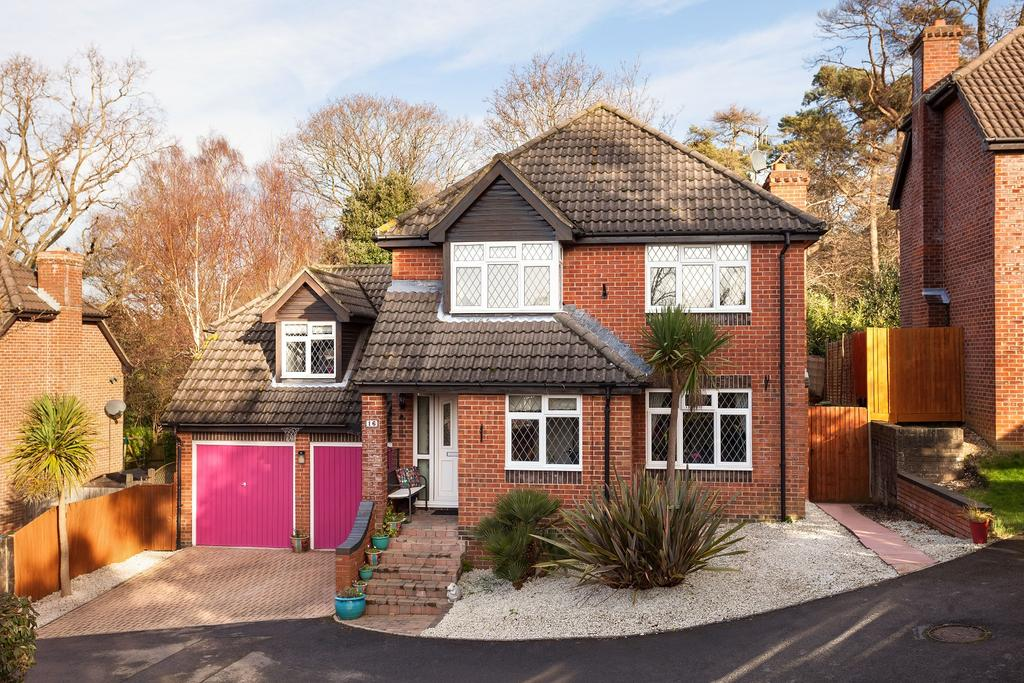 4 Bedrooms Detached House for sale in St Tristan Close, Locks Heath, Southampton SO31