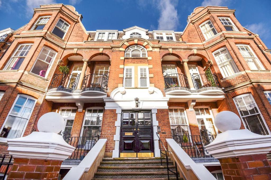 3 Bedrooms Flat for sale in Jacksons Lane, Highgate