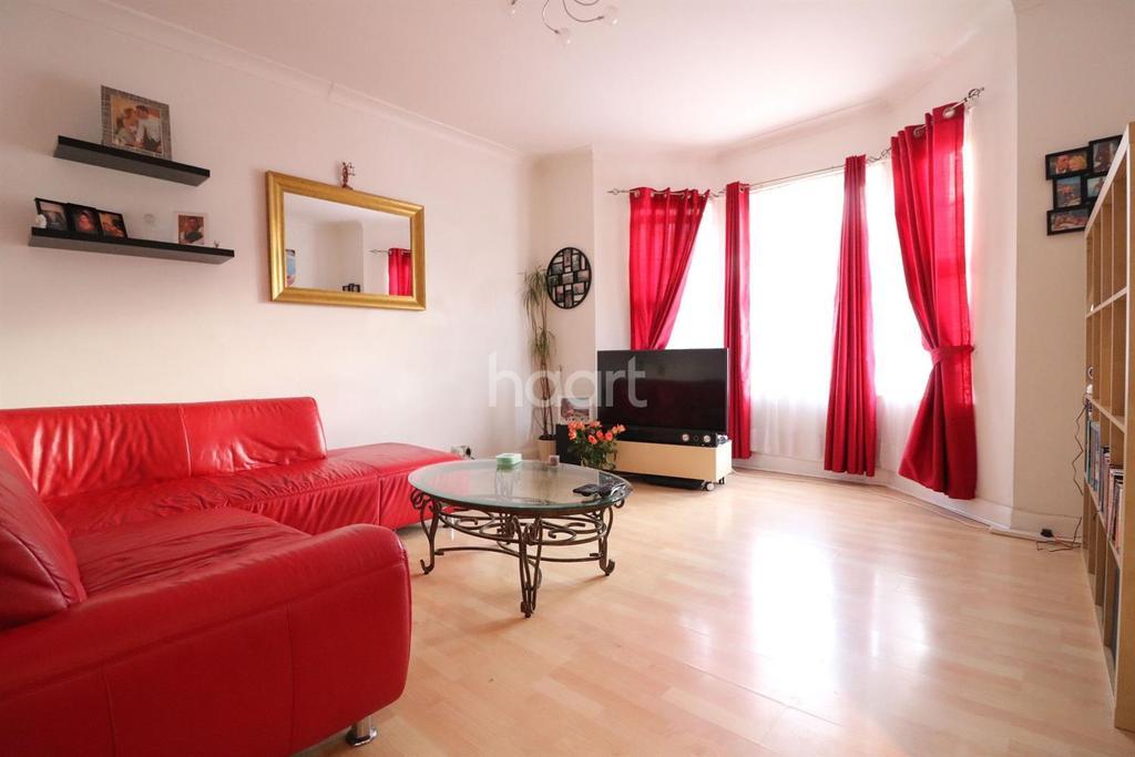 2 Bedrooms Flat for sale in Laleham Road, Shepperton