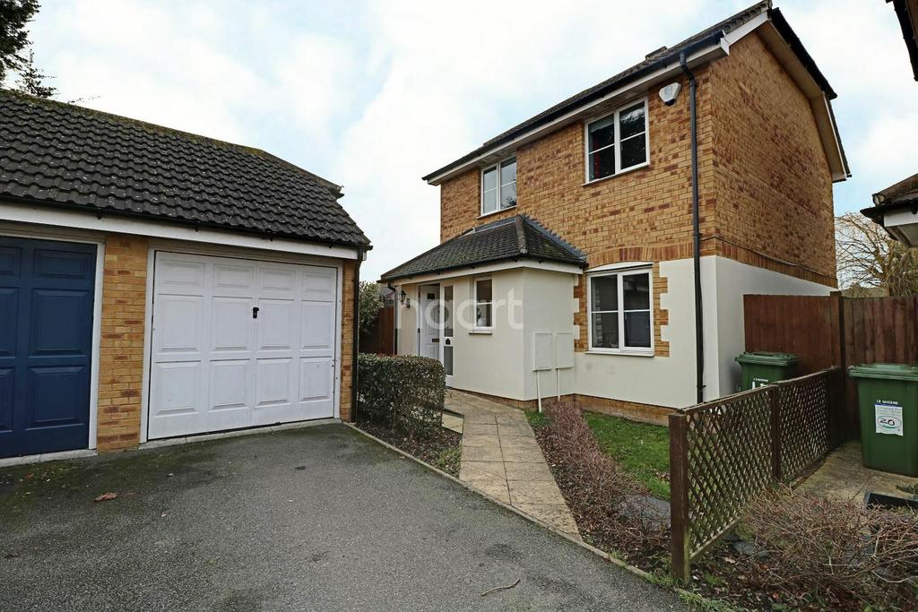 3 Bedrooms Detached House for sale in Burleigh Close, Mawneys, Romford