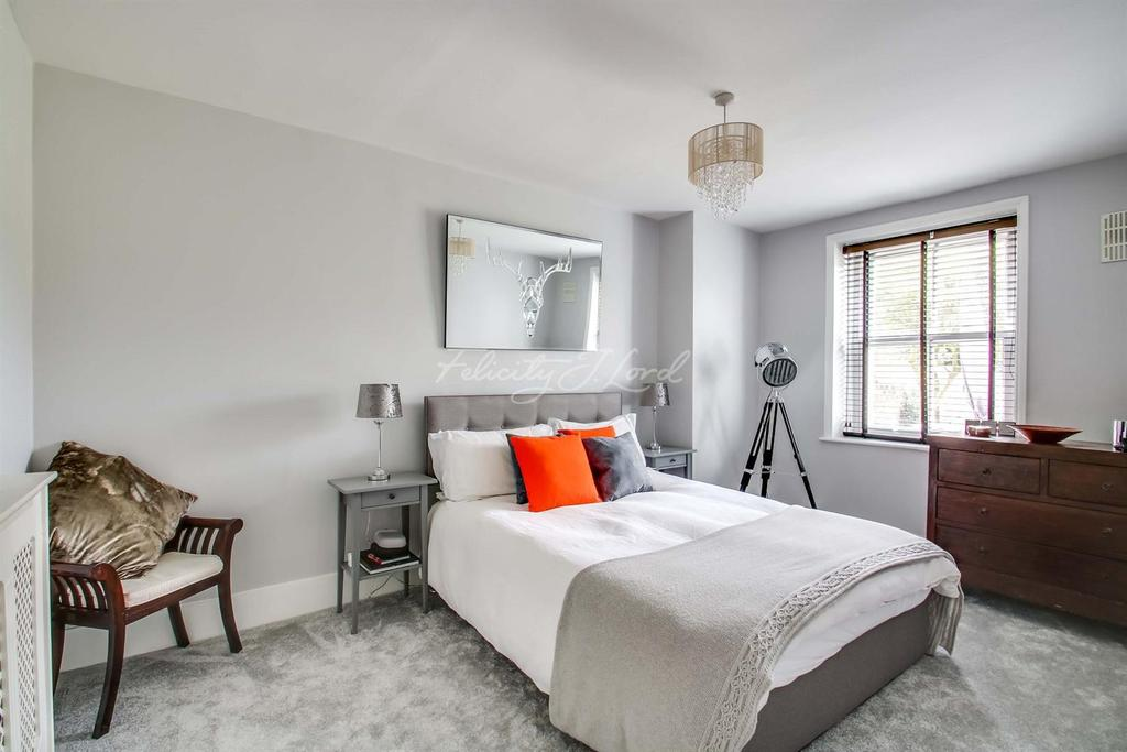 2 Bedrooms Flat for sale in Shooters Hill Road SE3