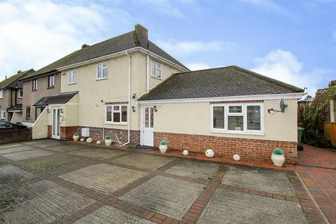 5 bedroom semi-detached house for sale - Danes Way, Pilgrims Hatch, Brentwood