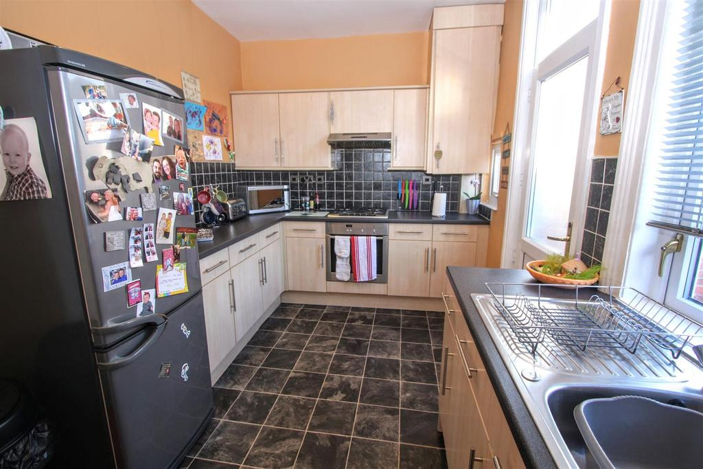 2 Bedrooms Terraced House for sale in Chelmsford Street, Darlington