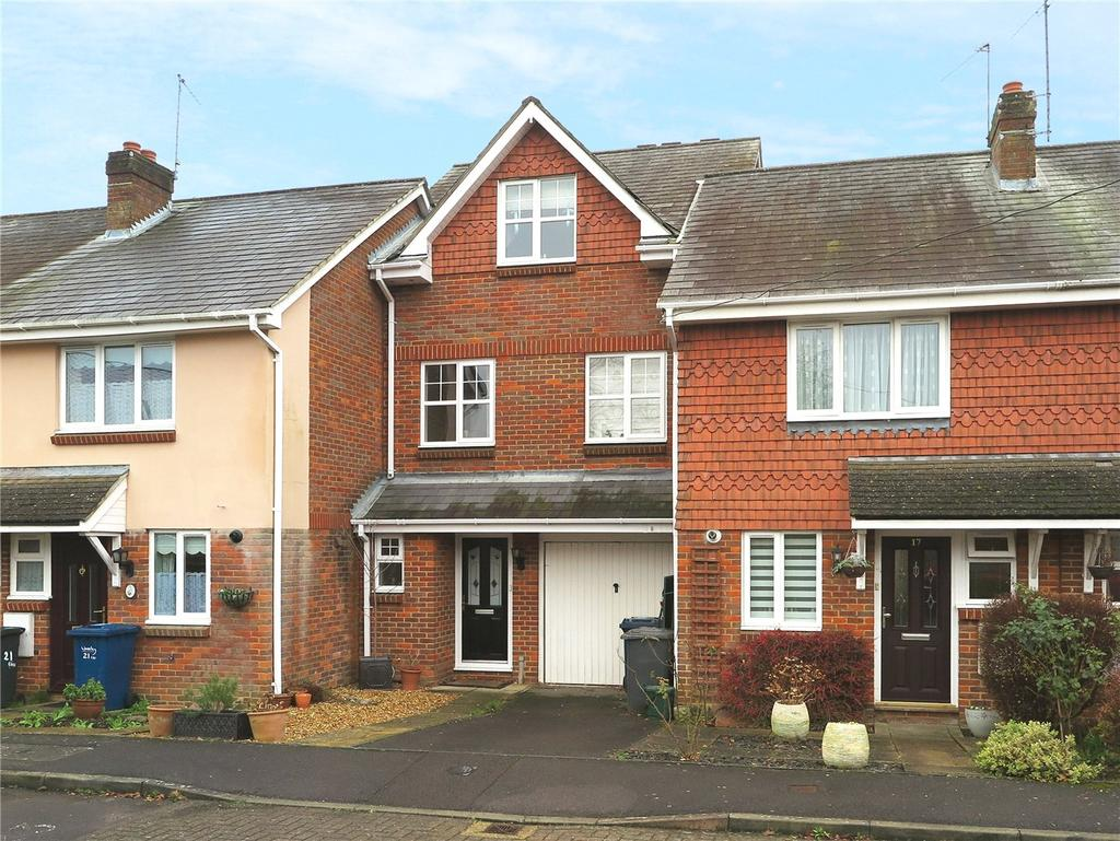 3 Bedrooms Terraced House for sale in Crosby Way, Farnham, GU9