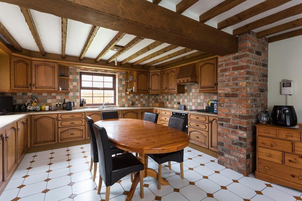 4 Bedrooms House for sale in Cliffe, Selby