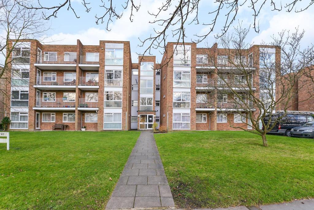 2 Bedrooms Flat for sale in Foxgrove Road, Beckenham