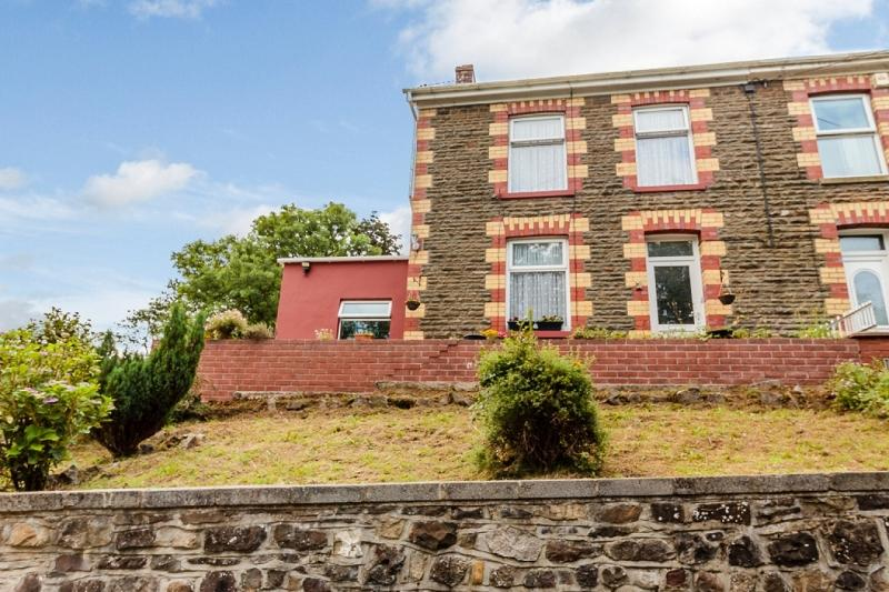 3 Bedrooms Semi Detached House for sale in Caerbont, Ystradgynlais, Swansea.