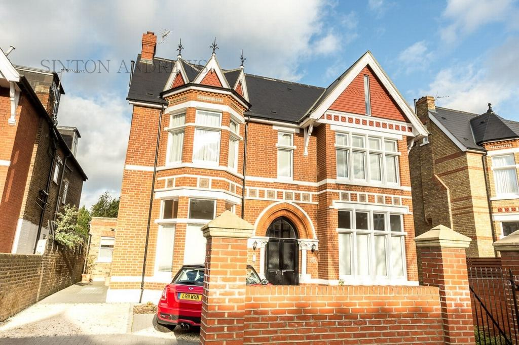 2 Bedrooms Flat for sale in Hamilton Road, Ealing, W5
