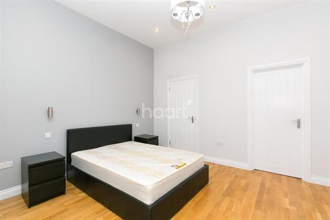 Studio to rent - Woodchurch Road, South Hampstead, NW6
