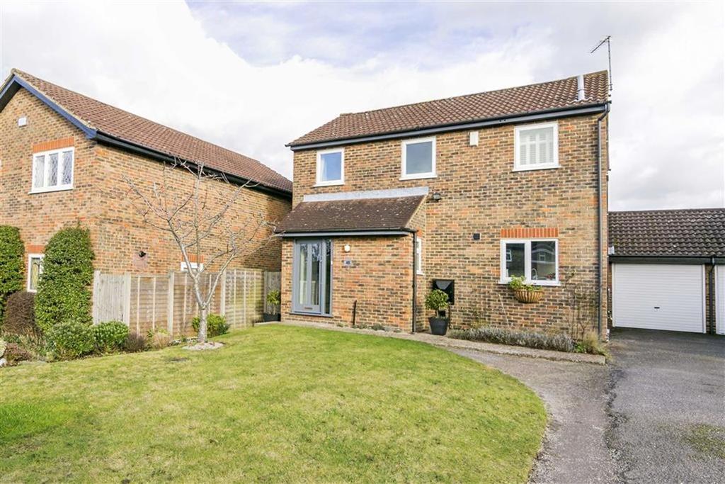 3 Bedrooms Link Detached House for sale in Osier Way, Banstead, Surrey