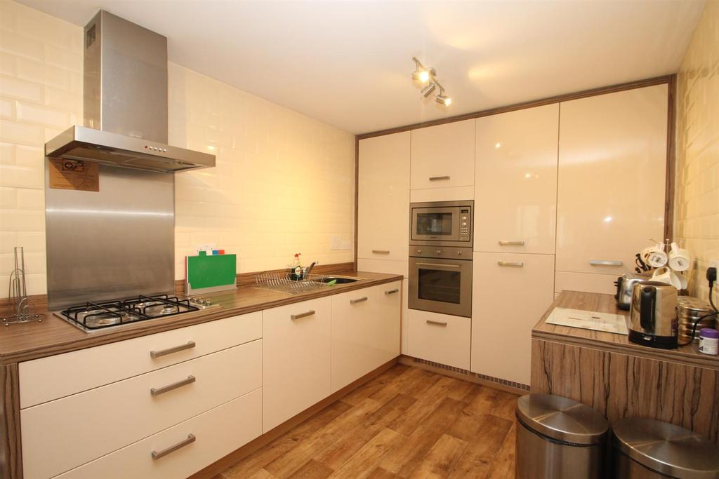 3 Bedrooms End Of Terrace House for sale in St. Catherines Road, Maidstone