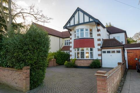 4 bedroom semi-detached house for sale - The Fairway, Leigh-On-Sea