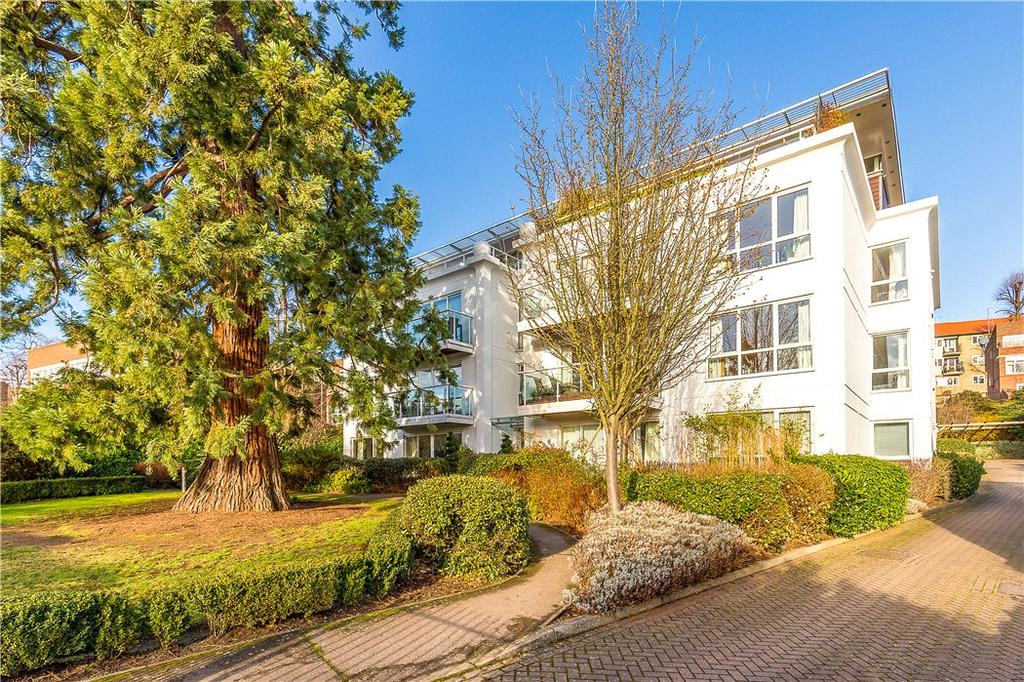 2 Bedrooms Flat for sale in Hightrees, 9 Queensmere Road, London, SW19