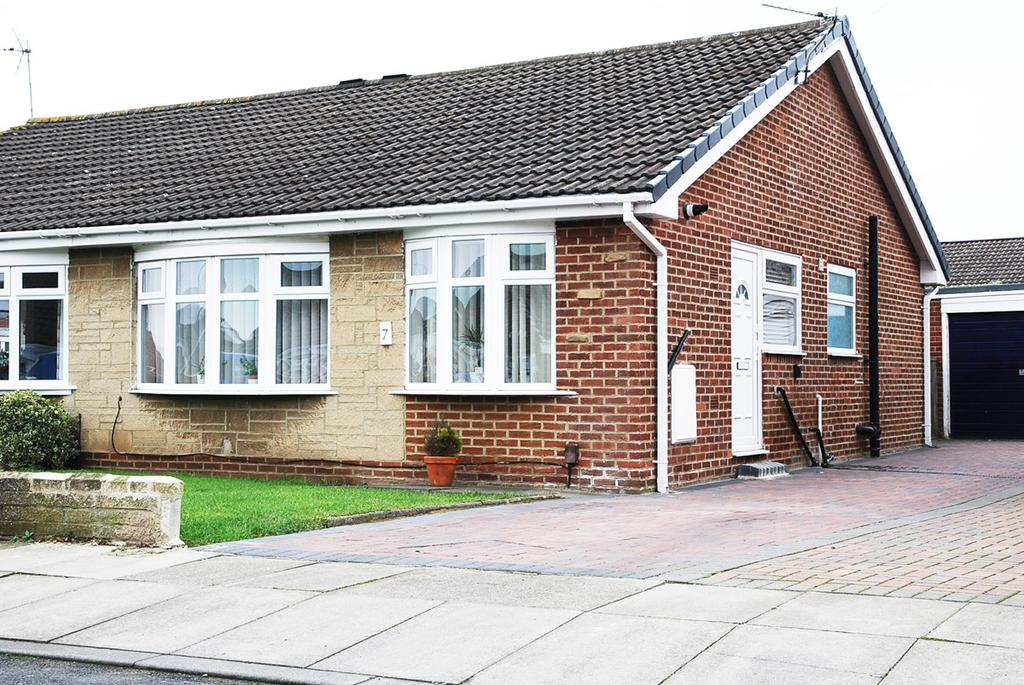 2 Bedrooms Bungalow for sale in Avon Road, Norton, TS20