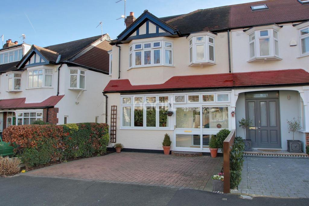 4 Bedrooms End Of Terrace House for sale in Greenwood Close, Morden, Surrey, SM4