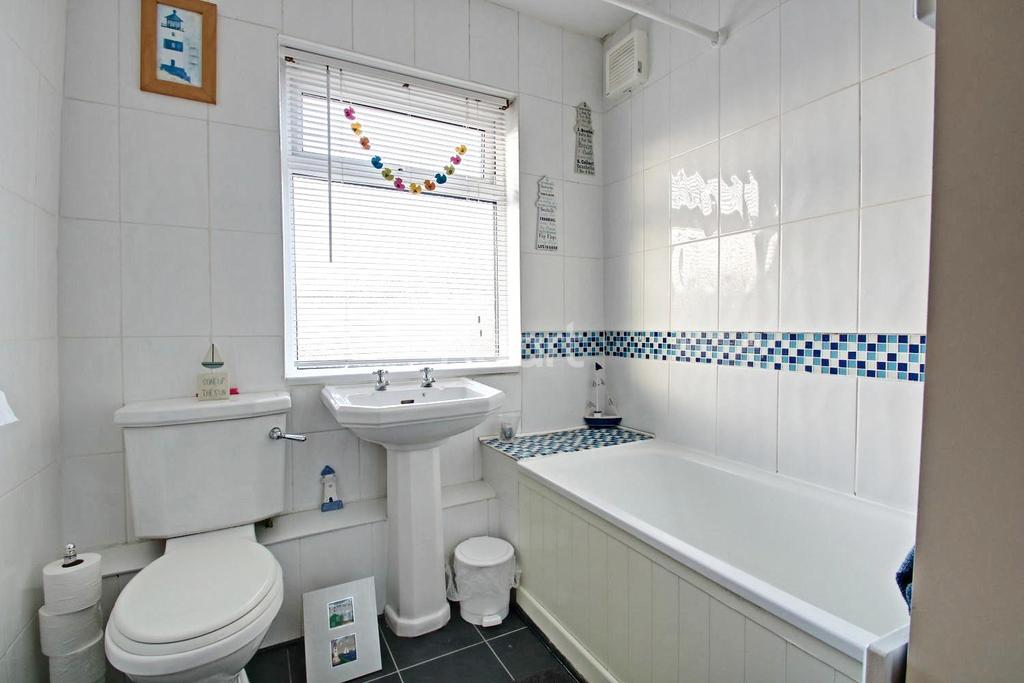 2 Bedrooms End Of Terrace House for sale in Temple Avenue, Dagenham