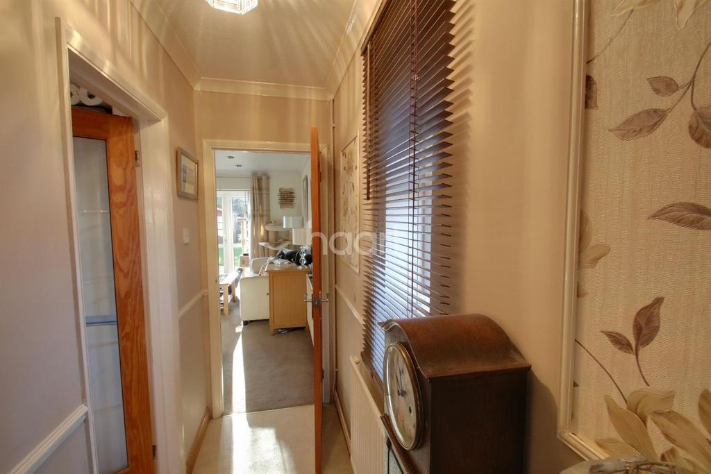 3 Bedrooms Semi Detached House for sale in Shirley Road, Abbots Langley