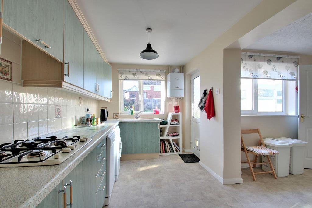 5 Bedrooms Semi Detached House for sale in Drayton Close, Rushden