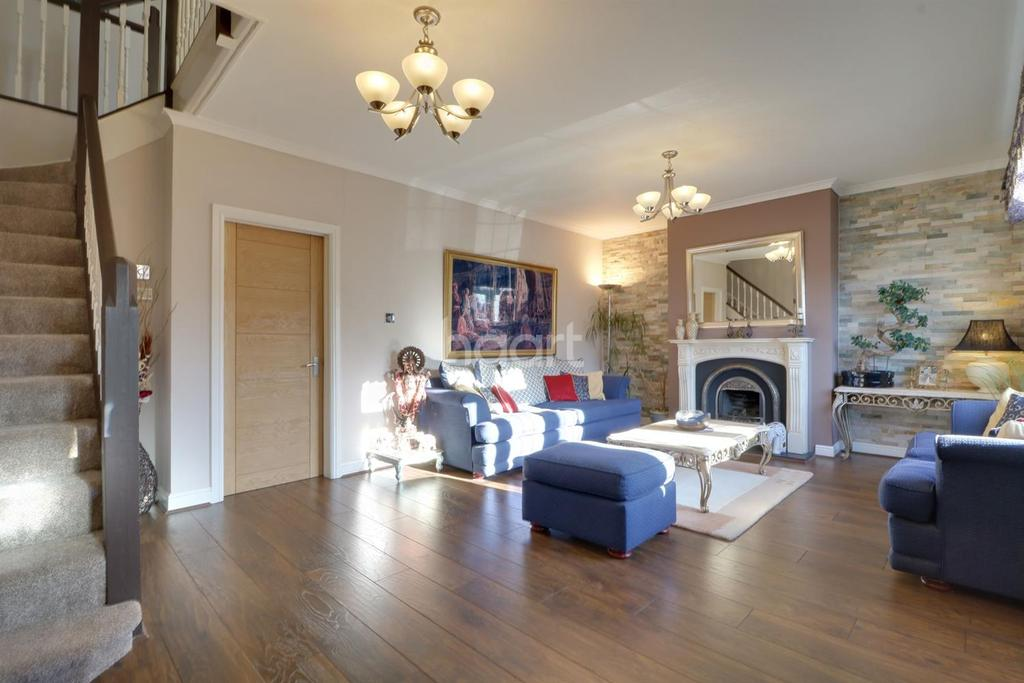 5 Bedrooms Semi Detached House for sale in St Andrews Avenue, Sudbury