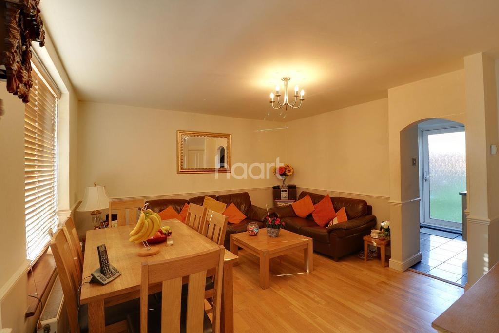 3 Bedrooms Semi Detached House for sale in Boston Road, Edgware HA8
