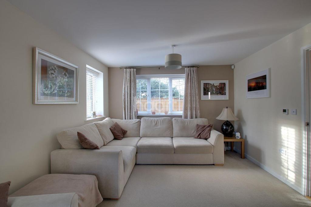 3 Bedrooms Detached House for sale in Owen Court, Poplar Road, Wittersham