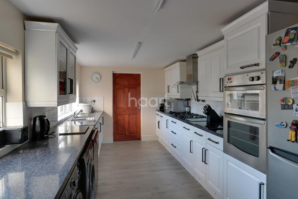 3 Bedrooms End Of Terrace House for sale in Clifton Road, London SE25 6QA