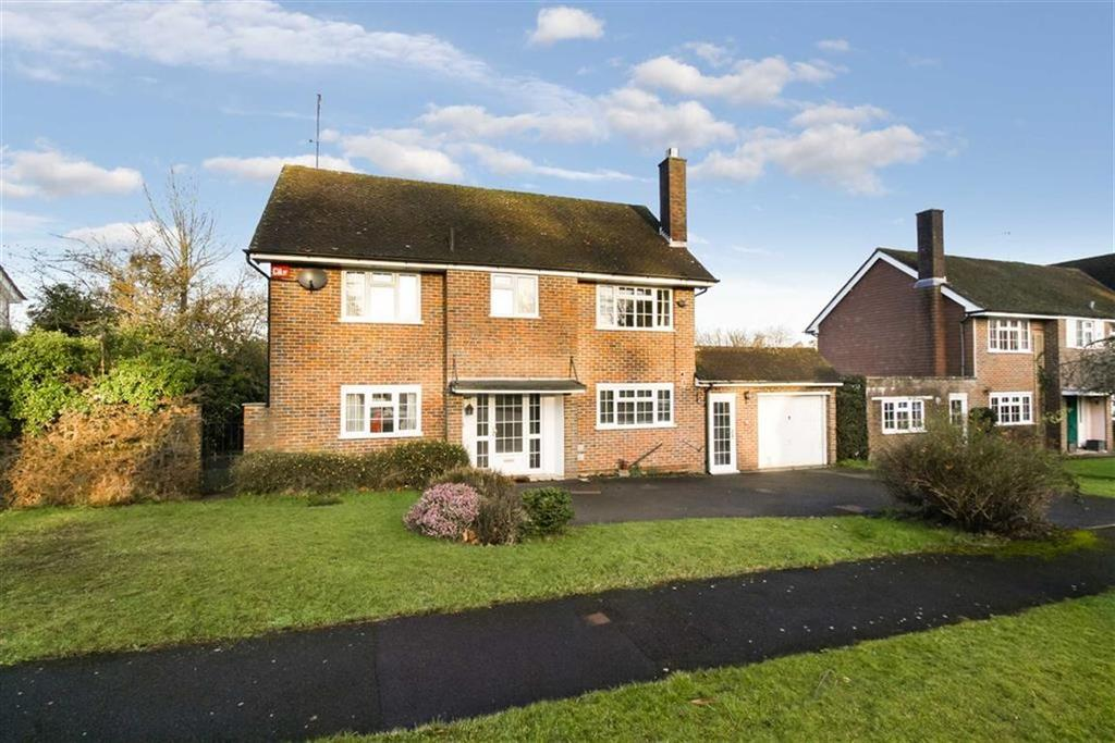3 Bedrooms Detached House for sale in Hollycombe Close, Liphook, Hamphire, GU30