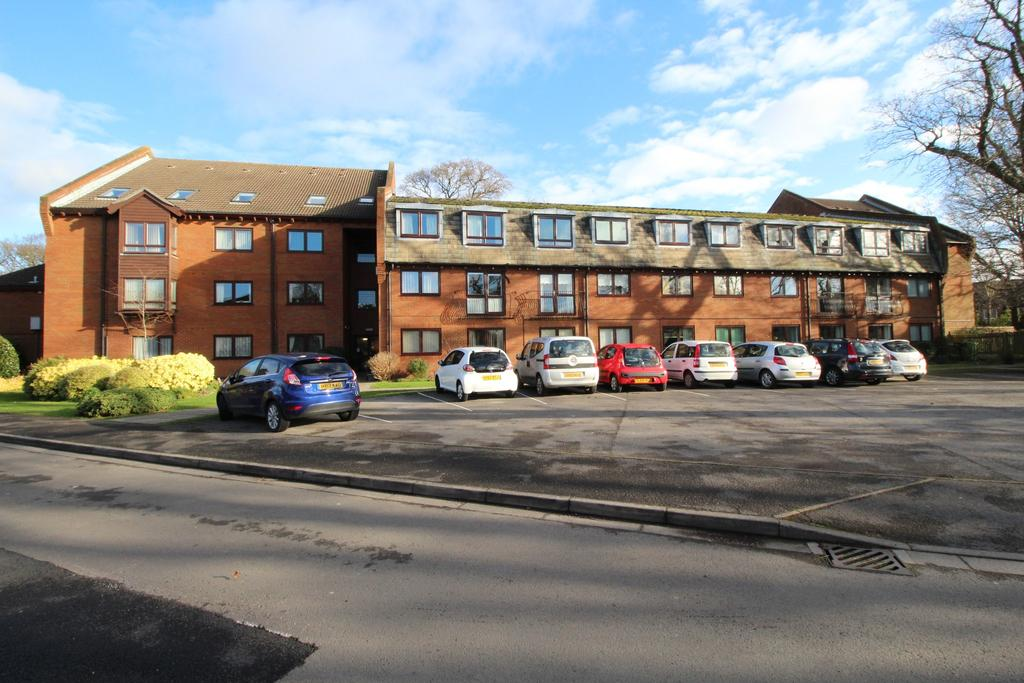 1 Bedroom Retirement Property for sale in First Floor at High Oaks House, Locks Heath