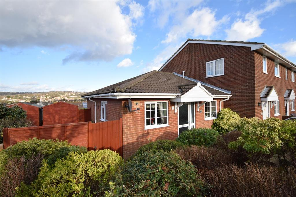 2 Bedrooms Bungalow for sale in The Coppice, Hastings
