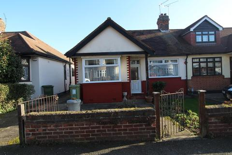 2 bedroom semi-detached bungalow for sale - Brackendale Gardens, Upminster, Essex, RM14