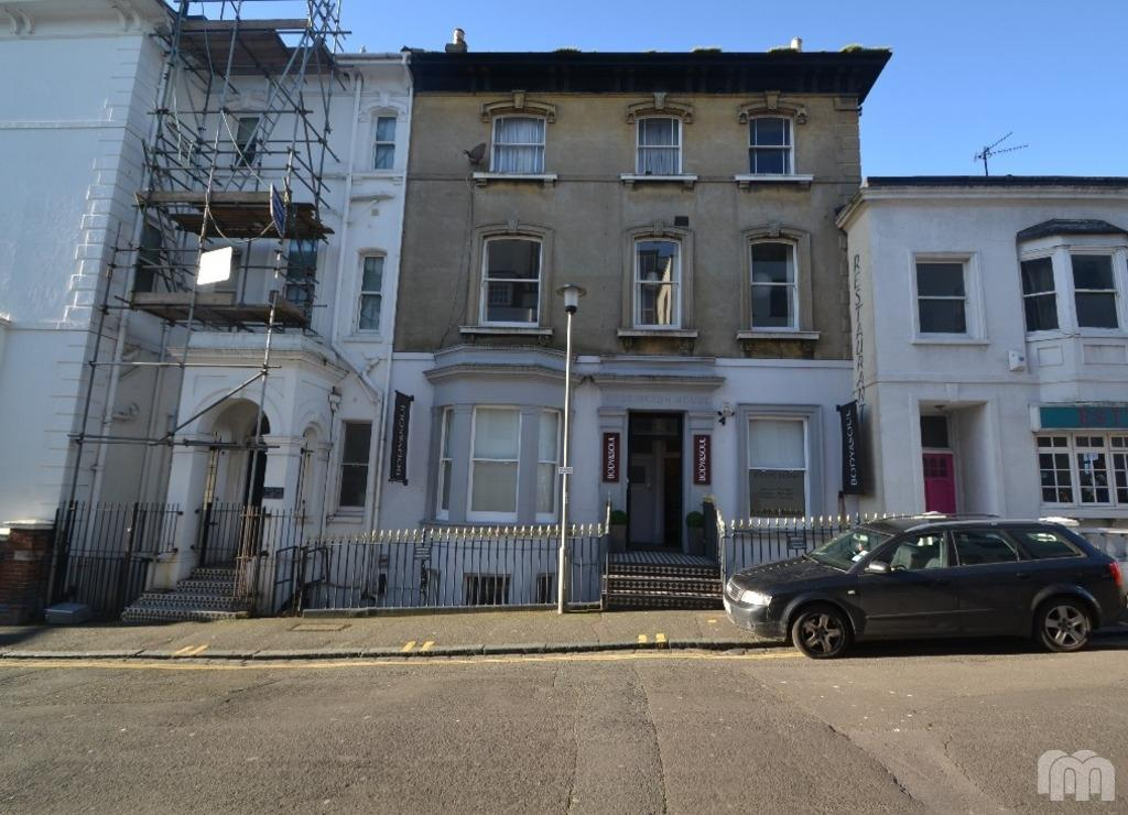 4 Bedrooms Flat for rent in Hampton Place Brighton East Sussex BN1