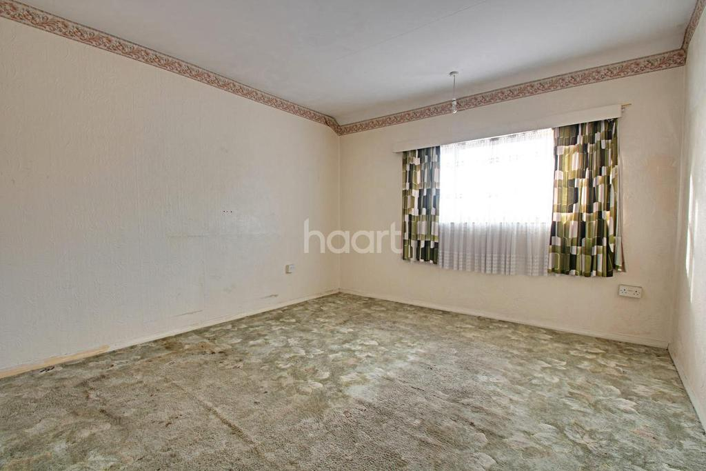 3 Bedrooms End Of Terrace House for sale in North Hill Drive, Harold Hill, RM3 9AQ