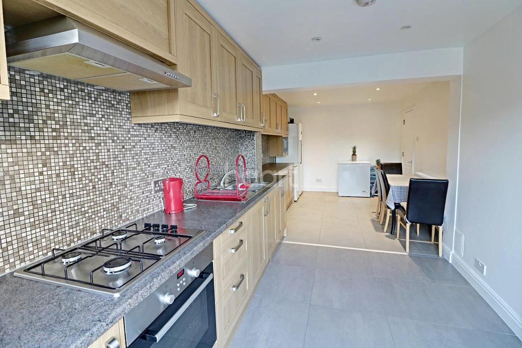 3 Bedrooms End Of Terrace House for sale in Whitebarn Lane, Dagenham