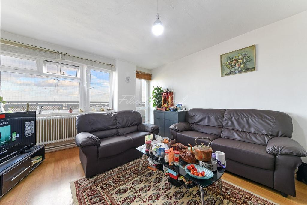 3 Bedrooms Flat for sale in Fellows Court, Hackney, E2