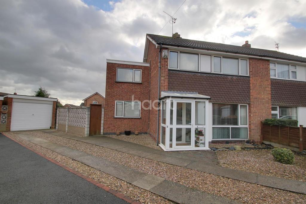 4 Bedrooms Semi Detached House for sale in Oxford Drive, Wigston, Leicester