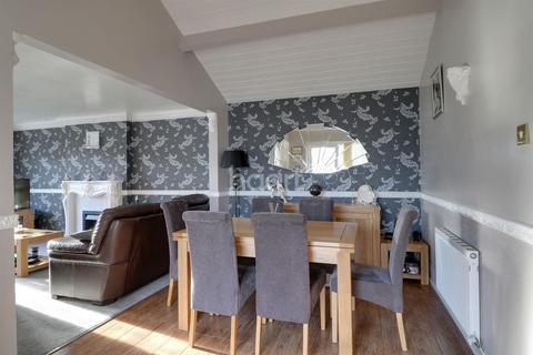 3 bedroom bungalow for sale - Hoddesdon Crescent, Dunscroft, Doncaster