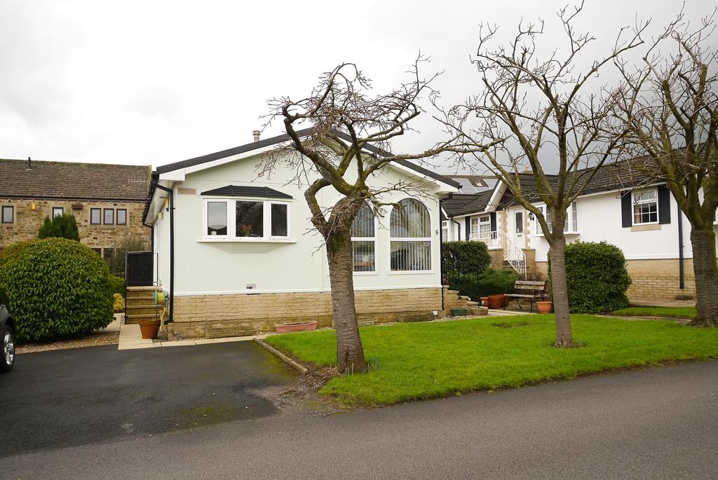 2 Bedrooms Park Home Mobile Home for sale in 5 The Avenue, Overdale Park, Skipton
