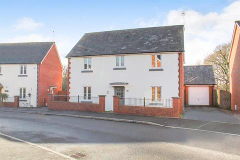 4 bedroom detached house for sale - Oaktree Close, West Cross
