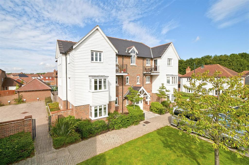 2 Bedrooms Apartment Flat for rent in Amber Lane, Kings Hill, West Malling, ME19 4FT