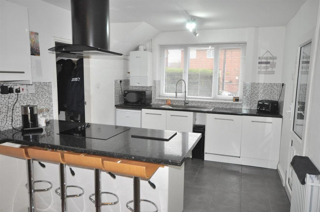 3 Bedrooms Semi Detached House for sale in Greenway, Newark