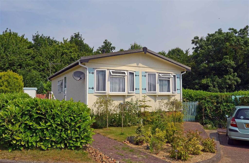 2 Bedrooms Park Home Mobile Home for sale in Fairfield, Blisworth