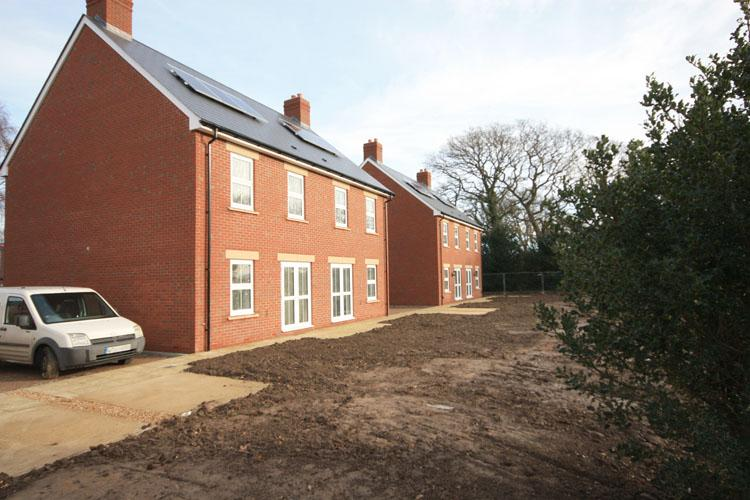 2 Bedrooms Semi Detached House for sale in Hordle Lane, Hordle, Lymington SO41