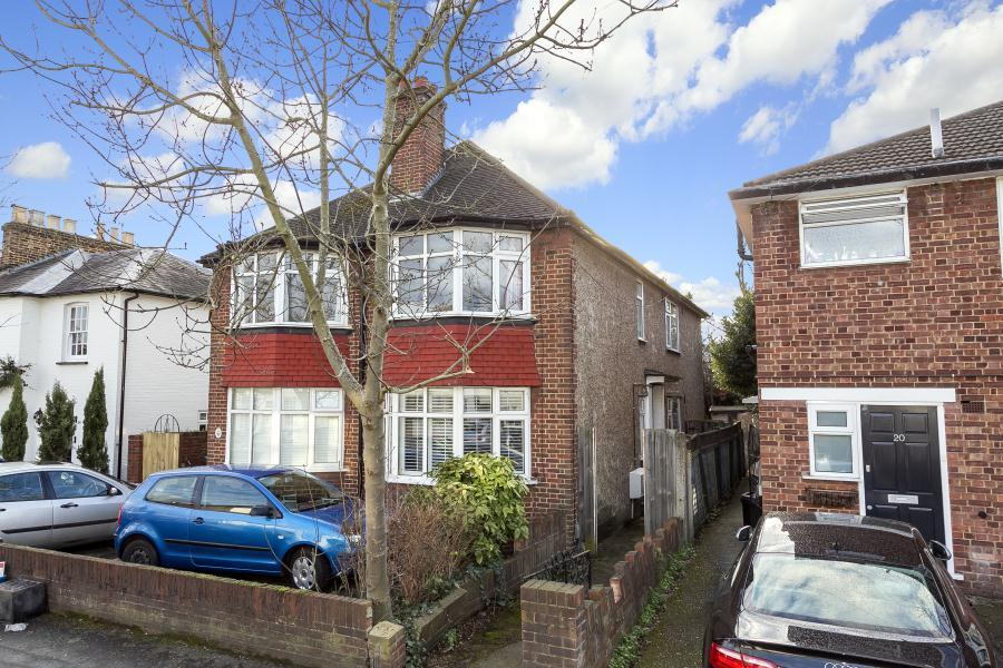 3 Bedrooms Apartment Flat for sale in Second Cross Road, Twickenham, TW2