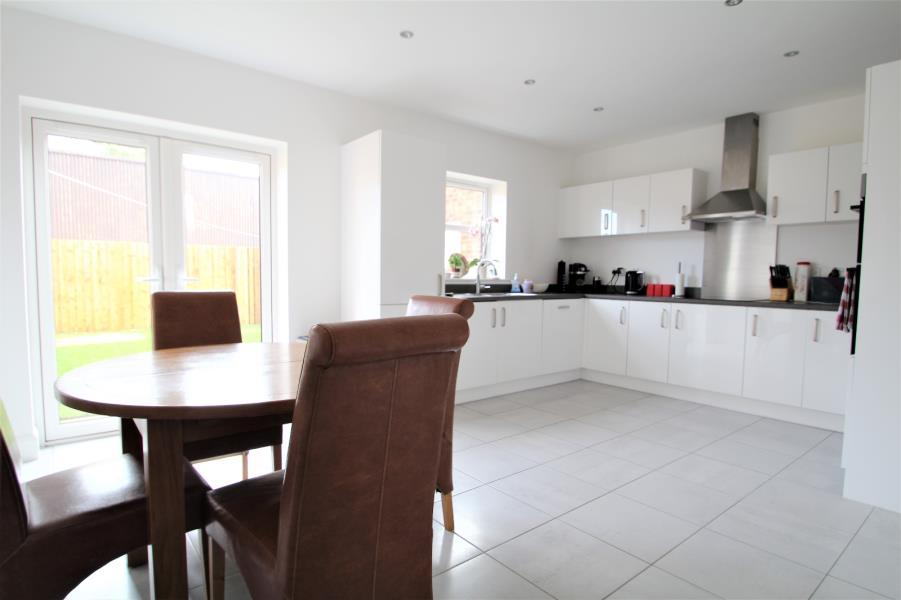 4 Bedrooms Detached House for sale in NOBLE CRESCENT, WETHERBY, LS22 7DU