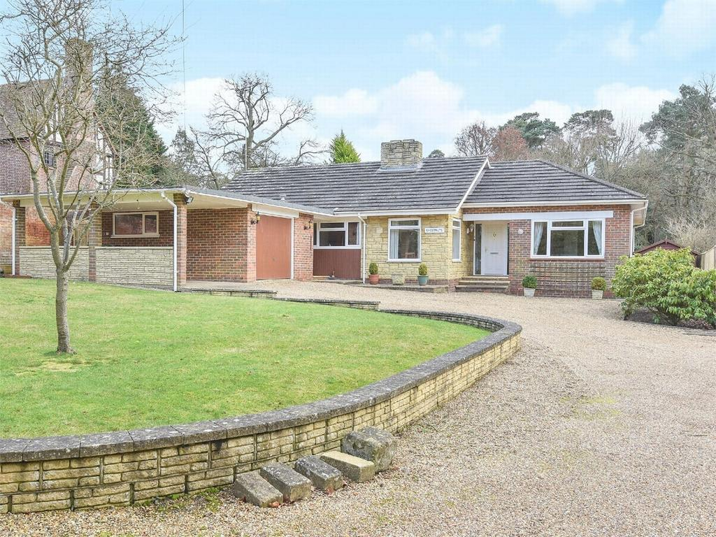 4 Bedrooms Detached Bungalow for sale in Camberley, Surrey