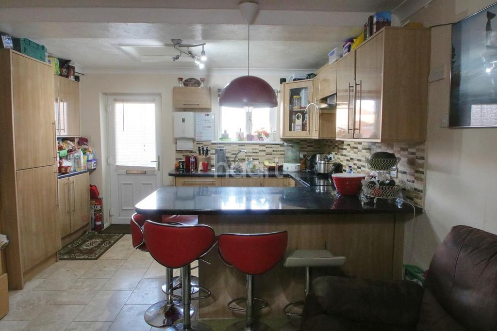 2 Bedrooms Maisonette Flat for sale in Rochford Gardens