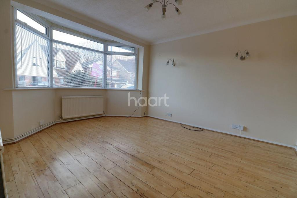 4 Bedrooms Semi Detached House for sale in Gainsborough Drive